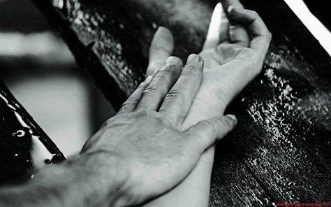 Întinde-ţi mâna ta tu rază de Alean şi hai să-nvingem timpul şi frigul s-alungăm din vara noastră caldă, ce-n prima a rămas cu flori şi cu parfum... Vino, ajungi tu rază Rodin de Catedrală să-nvingem tristul vremii s-aducem iar surâsul iubirii-n lumea largă ! photo unknown but felt